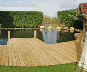 Planning your hardwood timber decking project for your garden for Garden decking with pond
